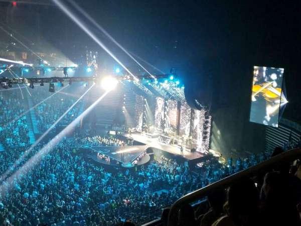 T-Mobile Arena, sección: 222, fila: D, asiento: 18