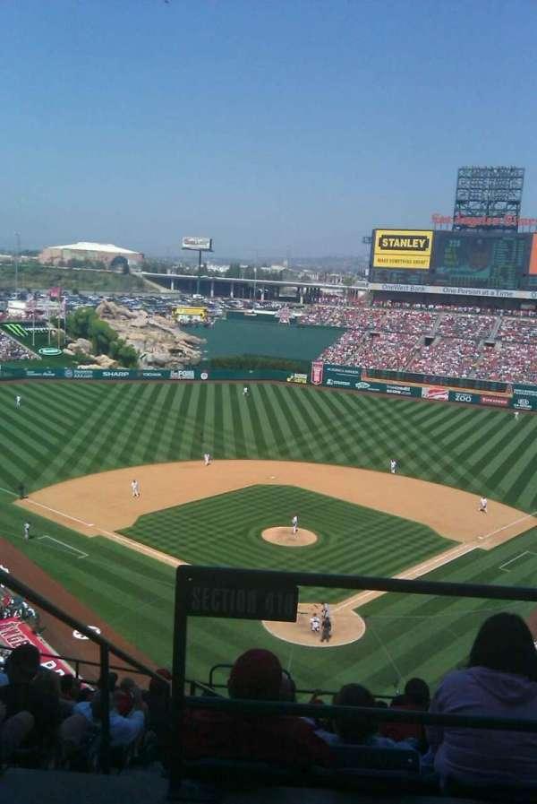 Angel Stadium, sección: V418, fila: I, asiento: 1