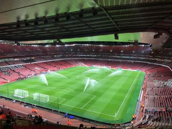 Emirates Stadium, sección: 120, fila: 20, asiento: 822