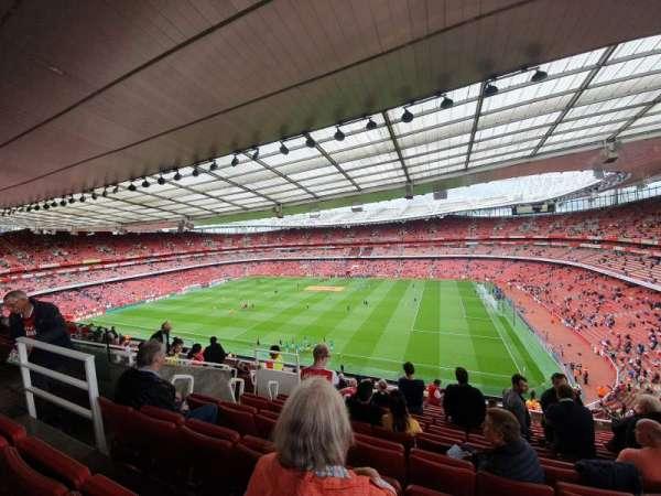Emirates Stadium, sección: 110, fila: 13, asiento: 526