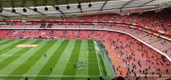 Emirates Stadium, sección: 110, fila: 25, asiento: 518
