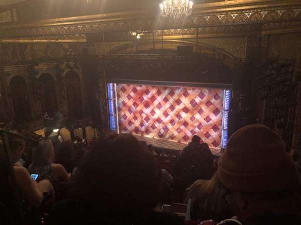 Brooks Atkinson Theatre, sección: Rear Mezzanine R, fila: L, asiento: 4