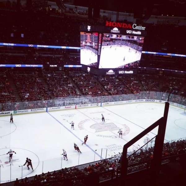 Honda Center, sección: 415, fila: F, asiento: 4