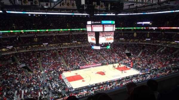 United Center, sección: 320, fila: C, asiento: 4