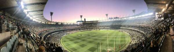 Melbourne Cricket Ground, sección: Q5, fila: H, asiento: 13