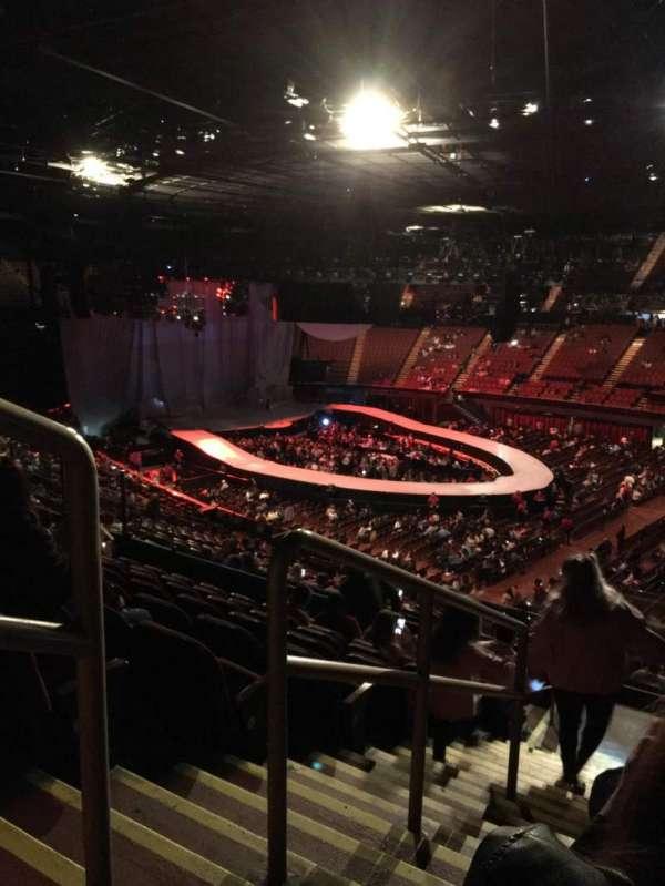 The Forum, sección: 230, fila: 9, asiento: 1