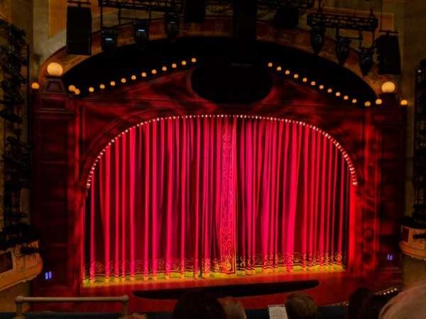 Shubert Theatre, sección: Mezzanine C, fila: D, asiento: 114