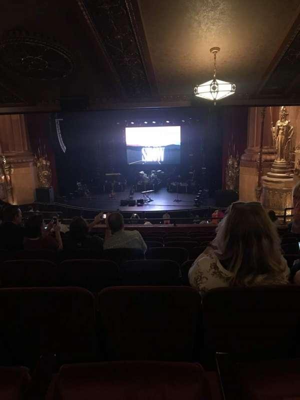 Beacon Theatre, sección: Lodg2, fila: J, asiento: 2