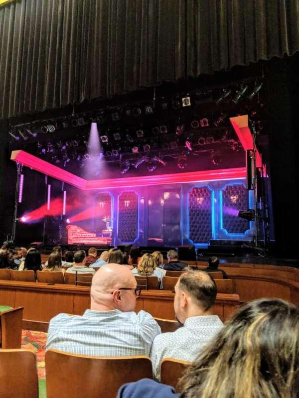 Belding Theater, sección: Orchestra E, fila: D, asiento: 110