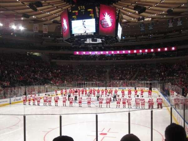 Madison Square Garden, sección: 103, fila: 8, asiento: 13