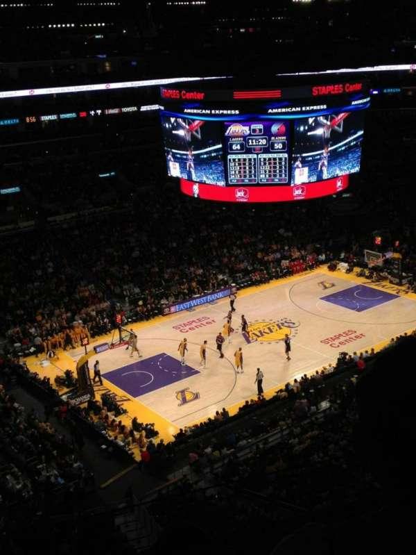 Staples Center, sección: 321, fila: 3, asiento: 9