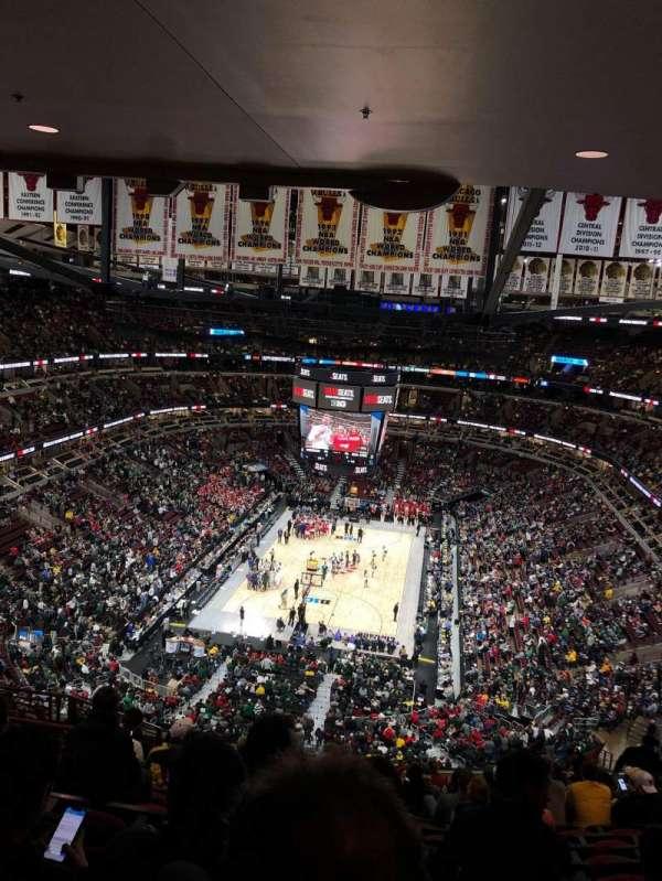 United Center, sección: 325, fila: 16, asiento: 14