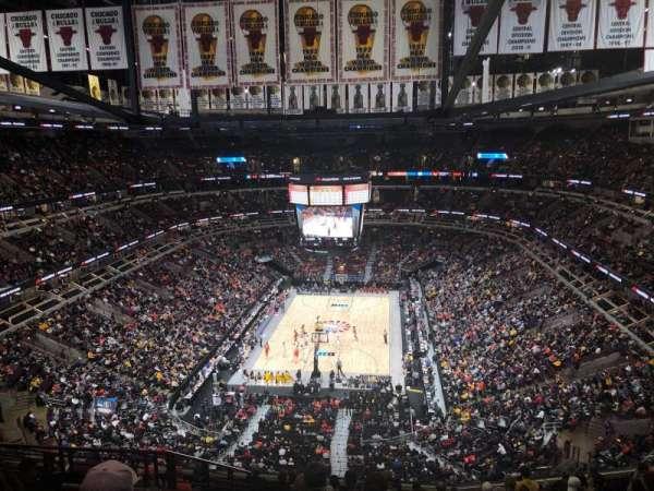 United Center, sección: 325, fila: 13, asiento: 17