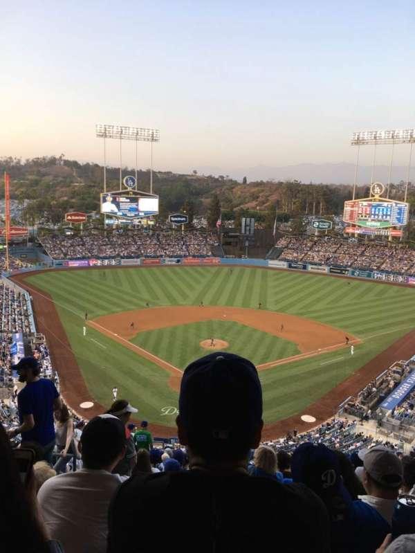 Dodger Stadium, sección: 2RS, fila: T, asiento: 4