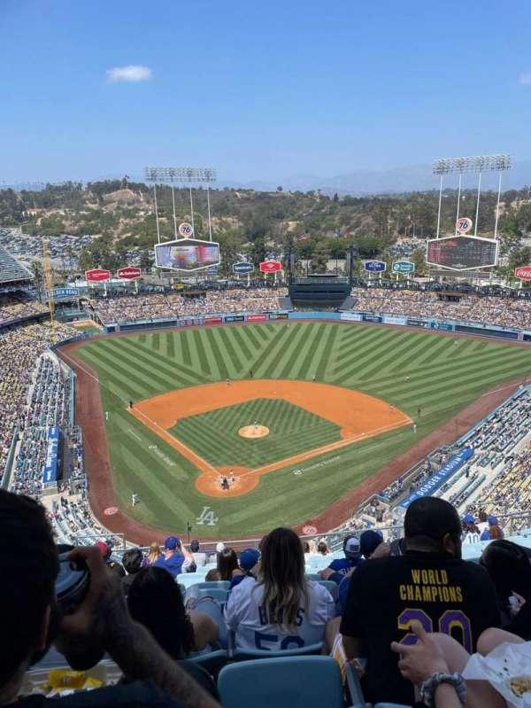Dodger Stadium, sección: 4TD, fila: O, asiento: 8