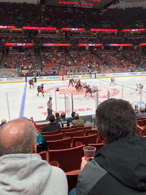 Honda Center, sección: 223, fila: L, asiento: 4