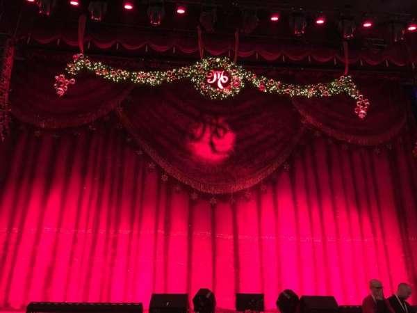 Beacon Theatre, sección: Orchestra C, fila: E, asiento: 106