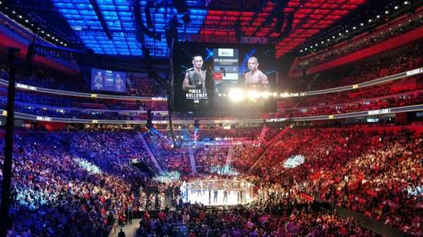Little Caesars Arena, sección: 103, fila: 22, asiento: 18