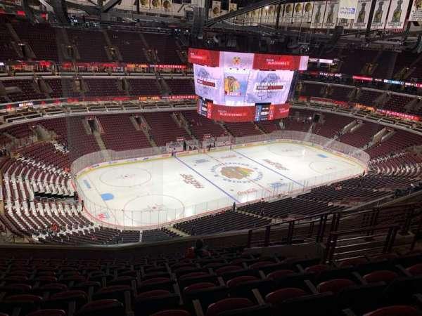 United Center, sección: 321, fila: 13, asiento: 8