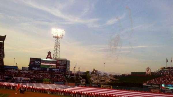 Angel Stadium, sección: F125, fila: U, asiento: 15