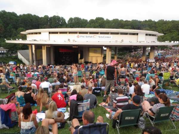 PNC Bank Arts Center, sección: Lawn