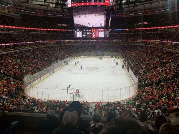 United Center, sección: 208, fila: 5, asiento: 8
