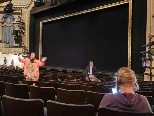 Ambassador Theatre, sección: Orchestra R, fila: M, asiento: 10-12