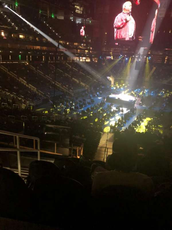 State Farm Arena, sección: T3, fila: F, asiento: 17