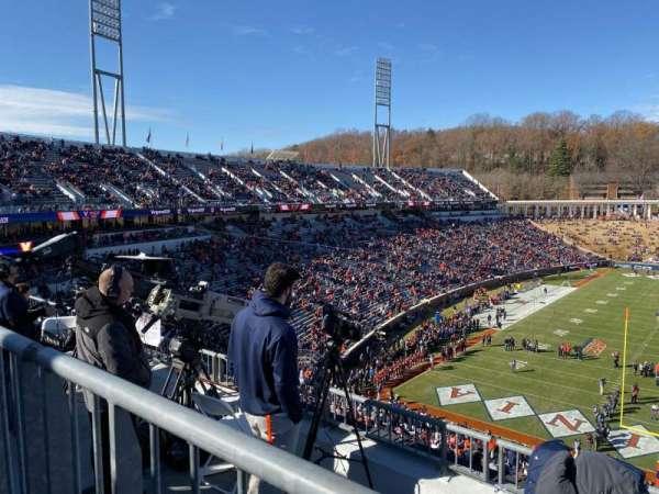 Scott Stadium, sección: 520, fila: D, asiento: 6