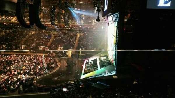 Madison Square Garden, sección: 213, fila: 1, asiento: 11