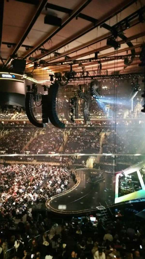 Madison Square Garden, sección: 213, fila: 1, asiento: 8