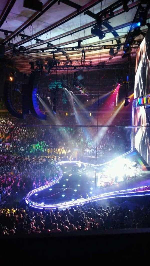 Madison Square Garden, sección: 213, fila: 1, asiento: 9
