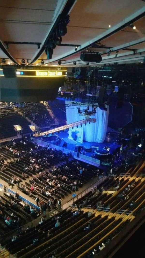 Madison Square Garden, sección: 311, fila: 1, asiento: 7