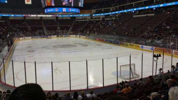 Giant Center, sección: 125, fila: M, asiento: 5