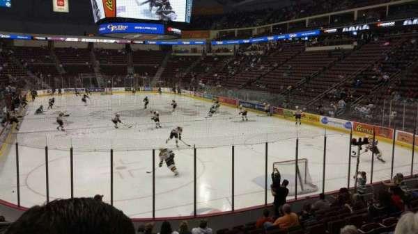 Giant Center, sección: 125, fila: M, asiento: 6