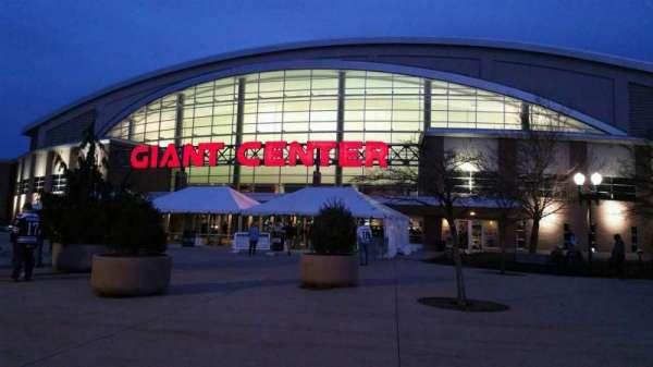 Giant Center, sección: EXTERIOR