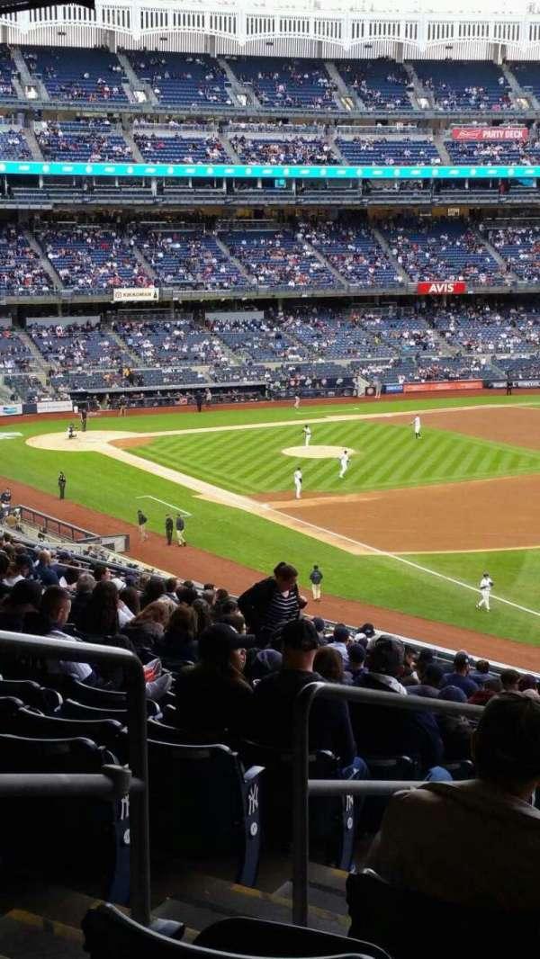 Yankee Stadium, sección: 210, fila: 22, asiento: 20