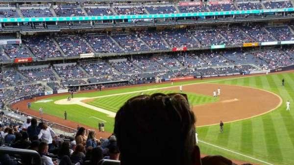 Yankee Stadium, sección: 210, fila: 22, asiento: 19