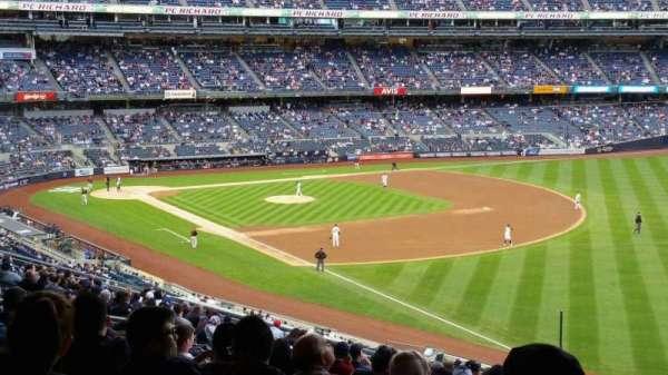 Yankee Stadium, sección: 210, fila: 22, asiento: 8