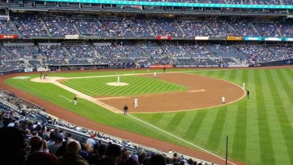 Yankee Stadium, sección: 210, fila: 22, asiento: 5