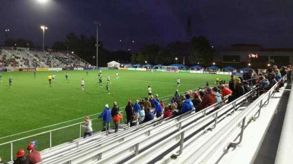Dillon Stadium, sección: 2, fila: I, asiento: 26