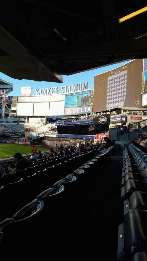 Yankee Stadium, sección: 105, fila: 12, asiento: 24