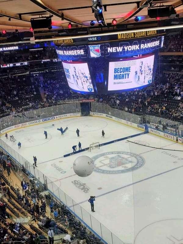Madison Square Garden, sección: 301, fila: 1, asiento: 16