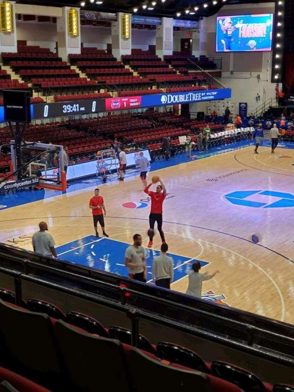 Westchester County Center, sección: 49CTR, fila: E, asiento: 49