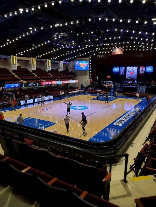 Westchester County Center, sección: 49CTR, fila: E, asiento: 55