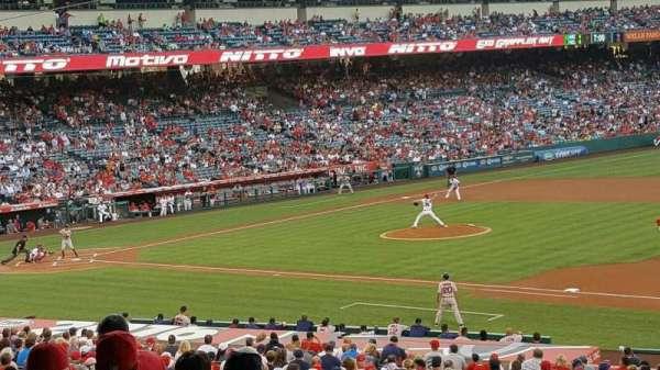 Angel Stadium, sección: T225, fila: G, asiento: 11