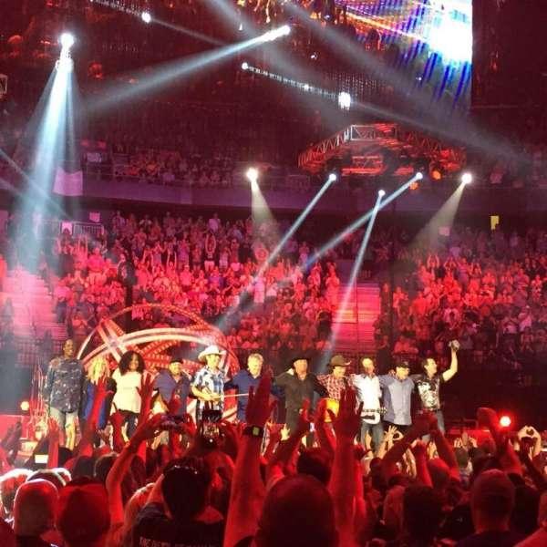 T-Mobile Arena, sección: Floor B, fila: J, asiento: 11