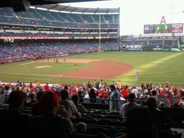 Angel Stadium, sección: T225, fila: J, asiento: 25