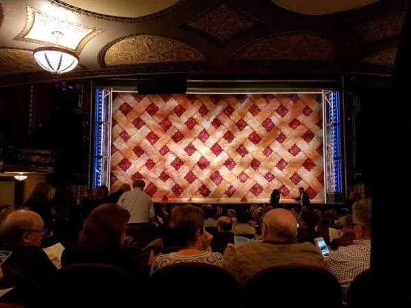 Brooks Atkinson Theatre, sección: orchestra, fila: Q, asiento: 104