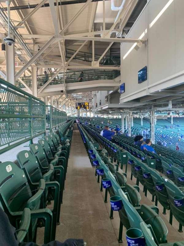 Wrigley Field, sección: 228, fila: 20, asiento: 9
